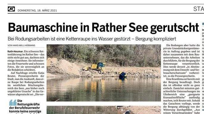 Ein Ausschnitt eines Zeitungsartikel aus der Kölnischen Rundschau. Darauf ist das Foto einer in einen See gerutschten Kettenraupe zu sehen.